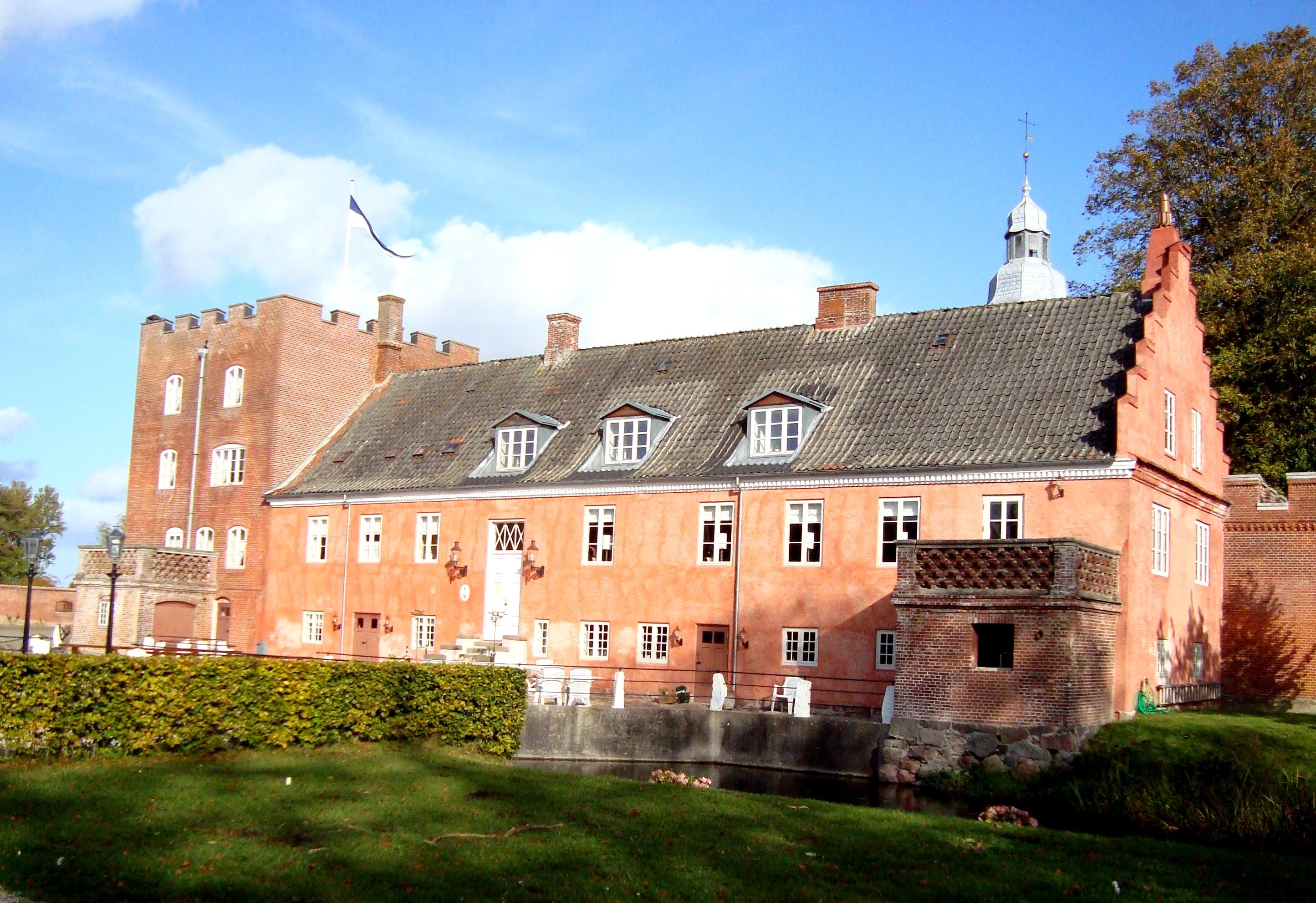 broholm slot ejer